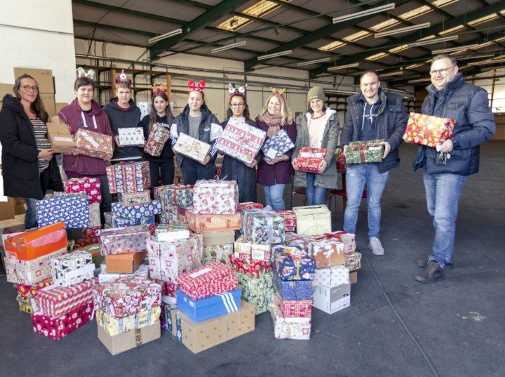 250 Geschenkpäckchen für Weihnachtsaktion 2019 – Café Kleiderkiste