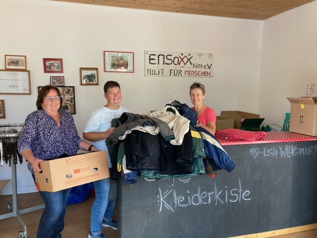 30 Kleiderkisten für die Obadachlosenhilfe in Nürnberg gepackt